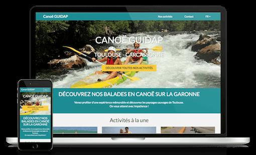 Un ordinateur et un smartphone affiche un site de réservation de canoës généré par GUIDAP